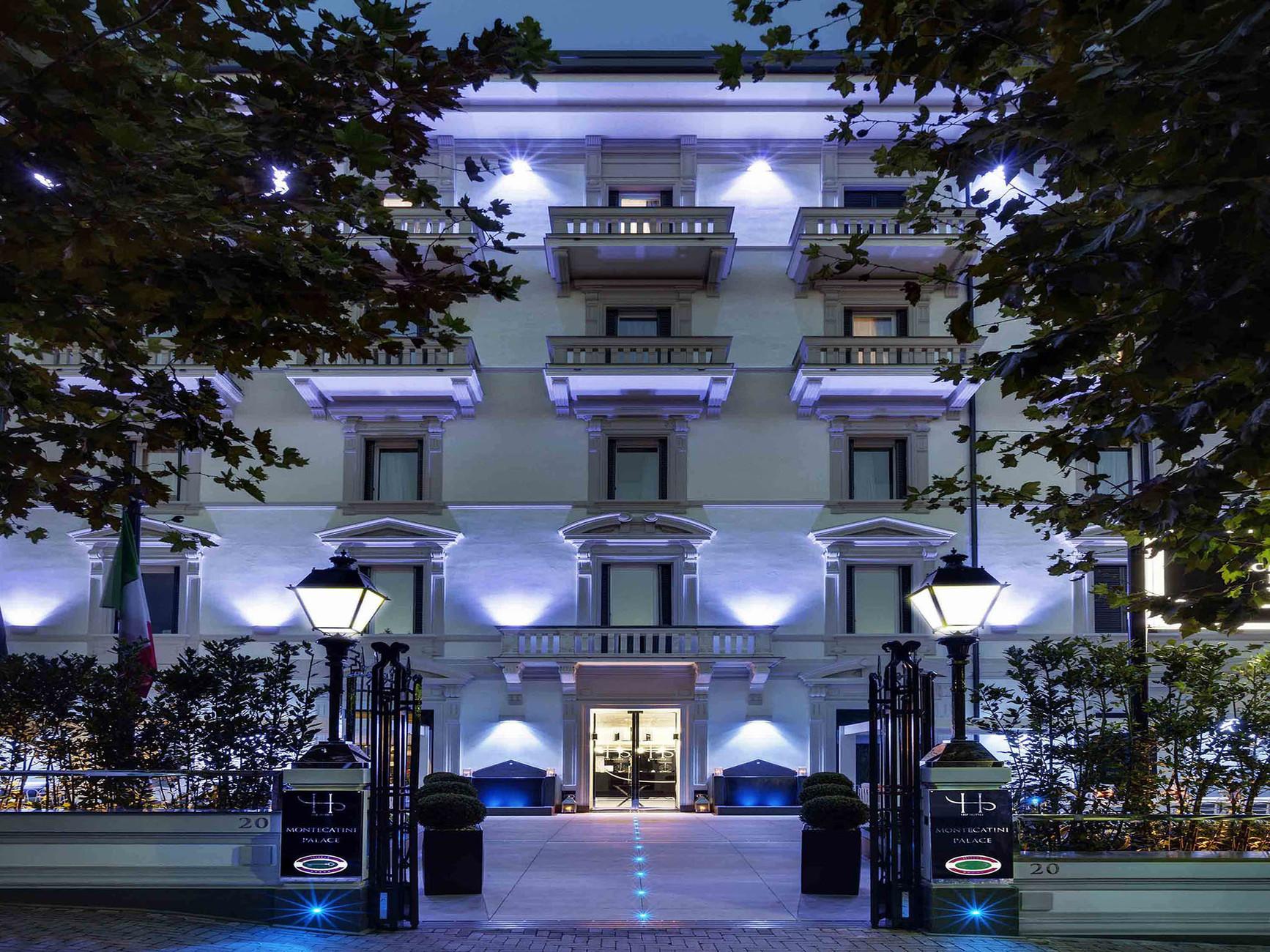 Готель розташован у самісінькому центрі міста. Звідси вам буде зручно відвідувати термальні комплекси, куштувати італійське джелато та насолоджуватися кавою на сусідніх вуличках та просто гуляти містом і численними парками.