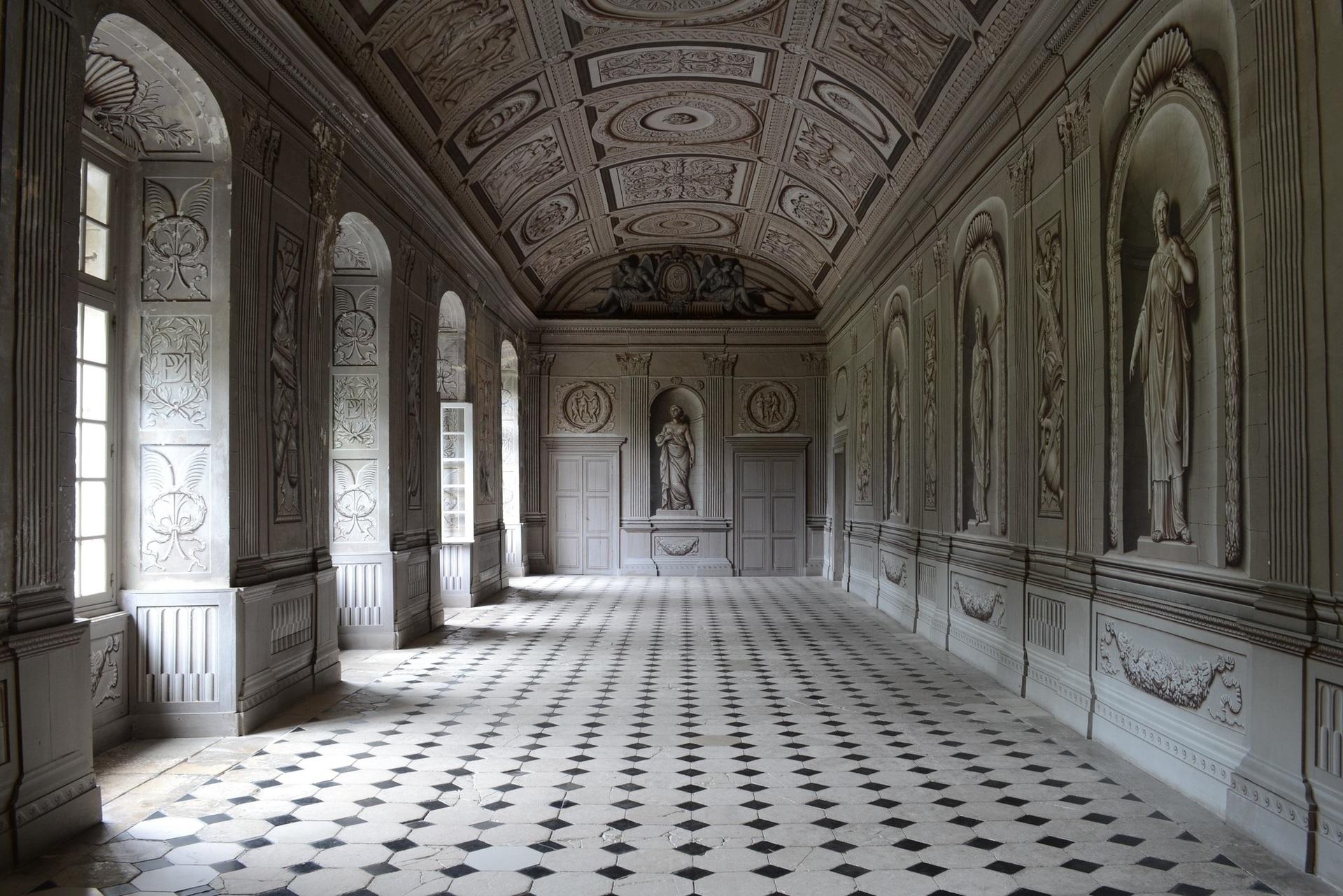 """Ми завітаємо до замку Танле, побудованому у 16 ст. Саме тут відбувалися зйомки кінофільму """"Анжеліка -  маркіза янголів"""""""