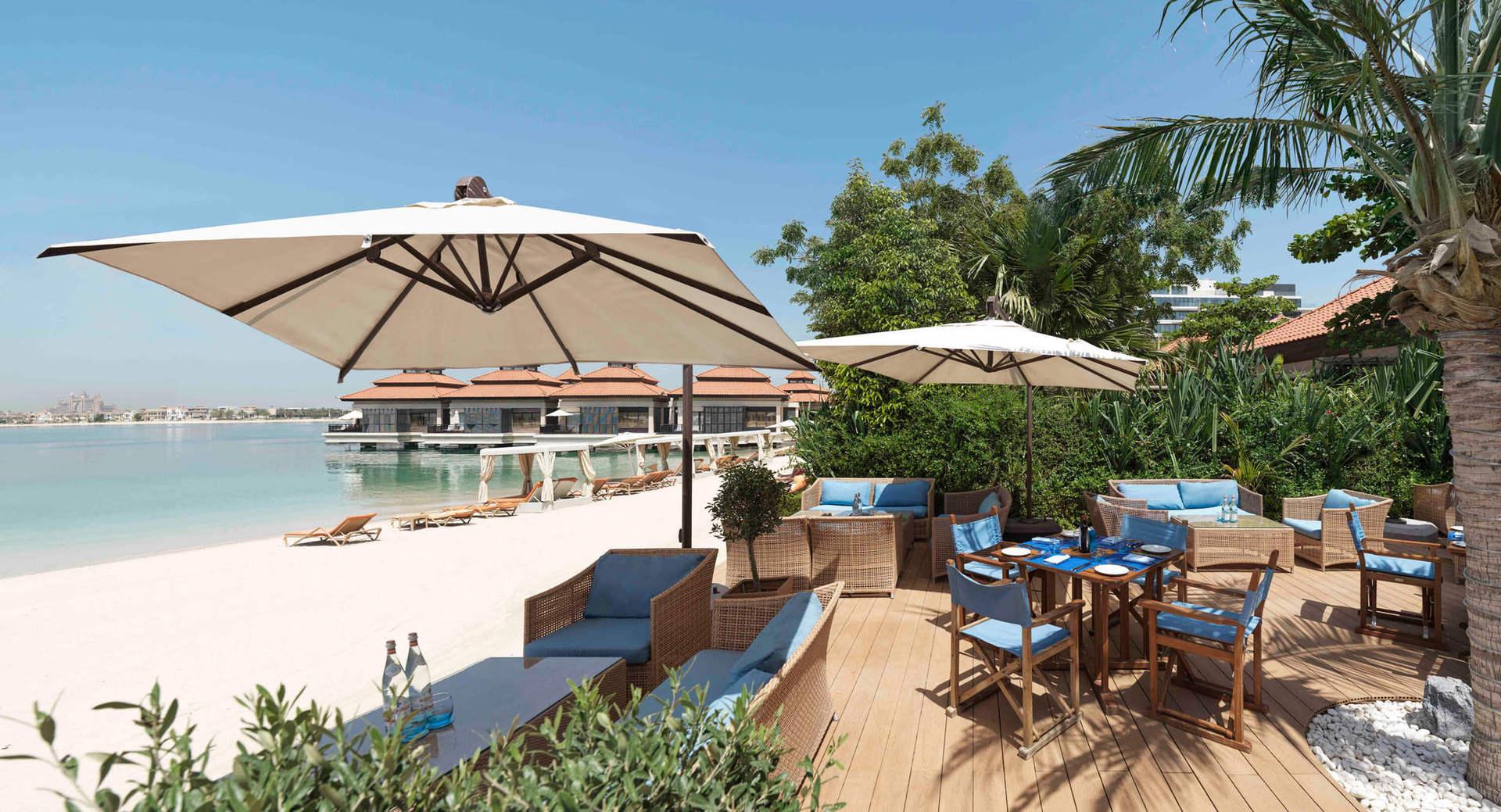 Три ресторани, пляжний, лоббі та бар біля басейну, кав'ярня  - обирайте, де будете снідати, відпочивати з прозолодним коктейлем чи насолоджуватись спокійним вечором у компанії друзів.
