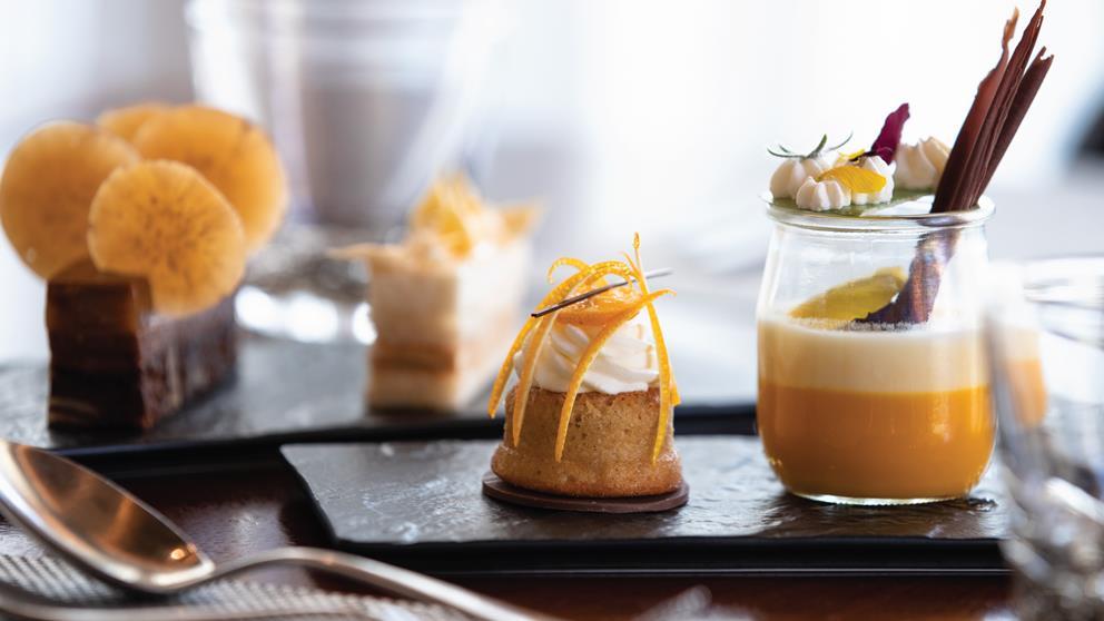 Пропонує вам насолоджуватися гастрономічною кухнею у  більш ніж  50 ресторанах і барах світового класу.