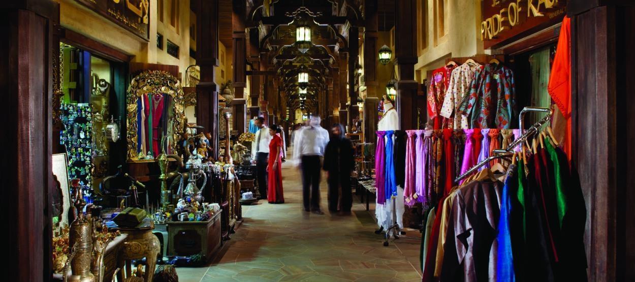 Традиційний базар Souk Madinat Jumeirah, де розташовані 95 найвишуканіших бутіків