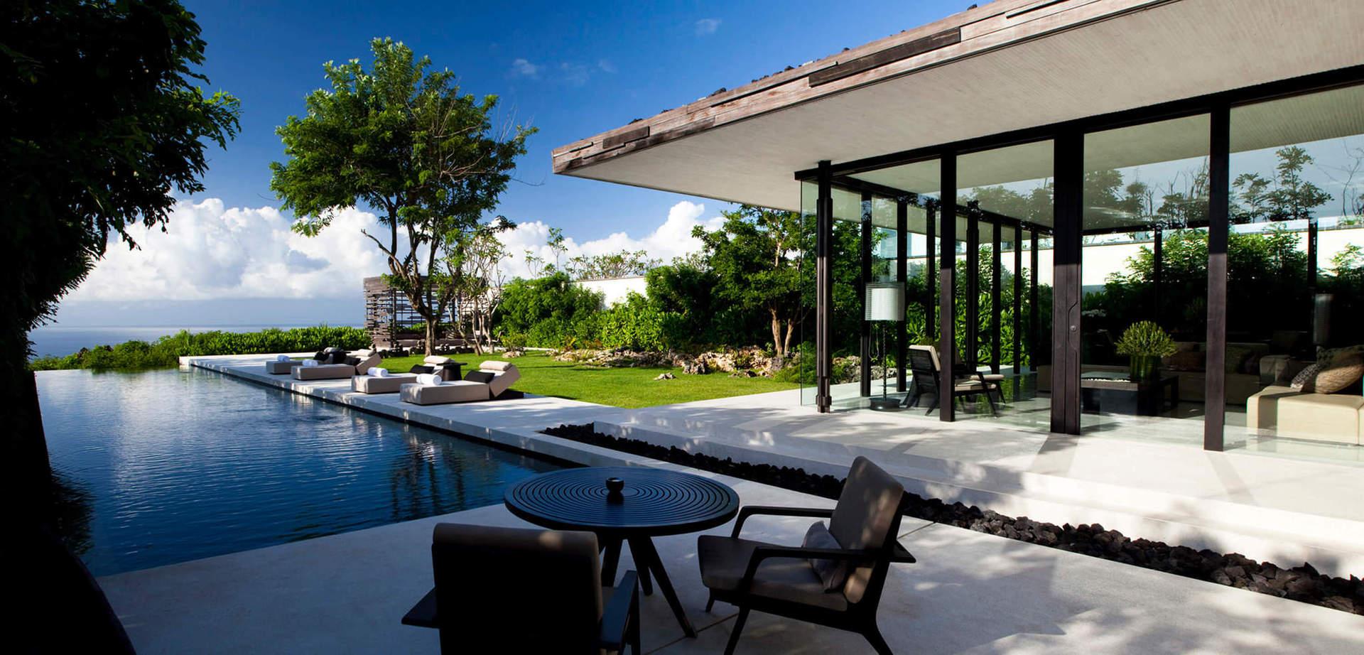У готелі сповідують концепцію відповідального ставлення до навколишнього середовища і мають власну еко-дружню політику. Крім того, підтримують дизайнерські рішення, які не шкодять навколишньому середовищу