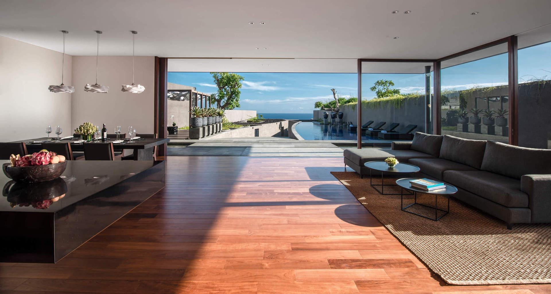 Готель дотримується стандартів EarthCheck, що означає інтеграцію дизайну в навколишнє середовище без шкоди для останнього.