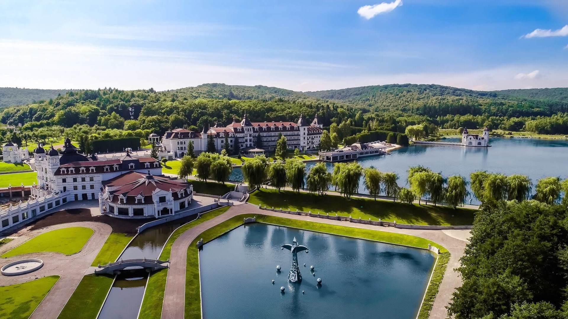 Комплекс потрапив у рейтинг 9 кращих SPA- і Wellness-курортів світу міжнародного видання Total Escape, також отримав нагороду «Кращий готель України» на Chance Travel Awards.