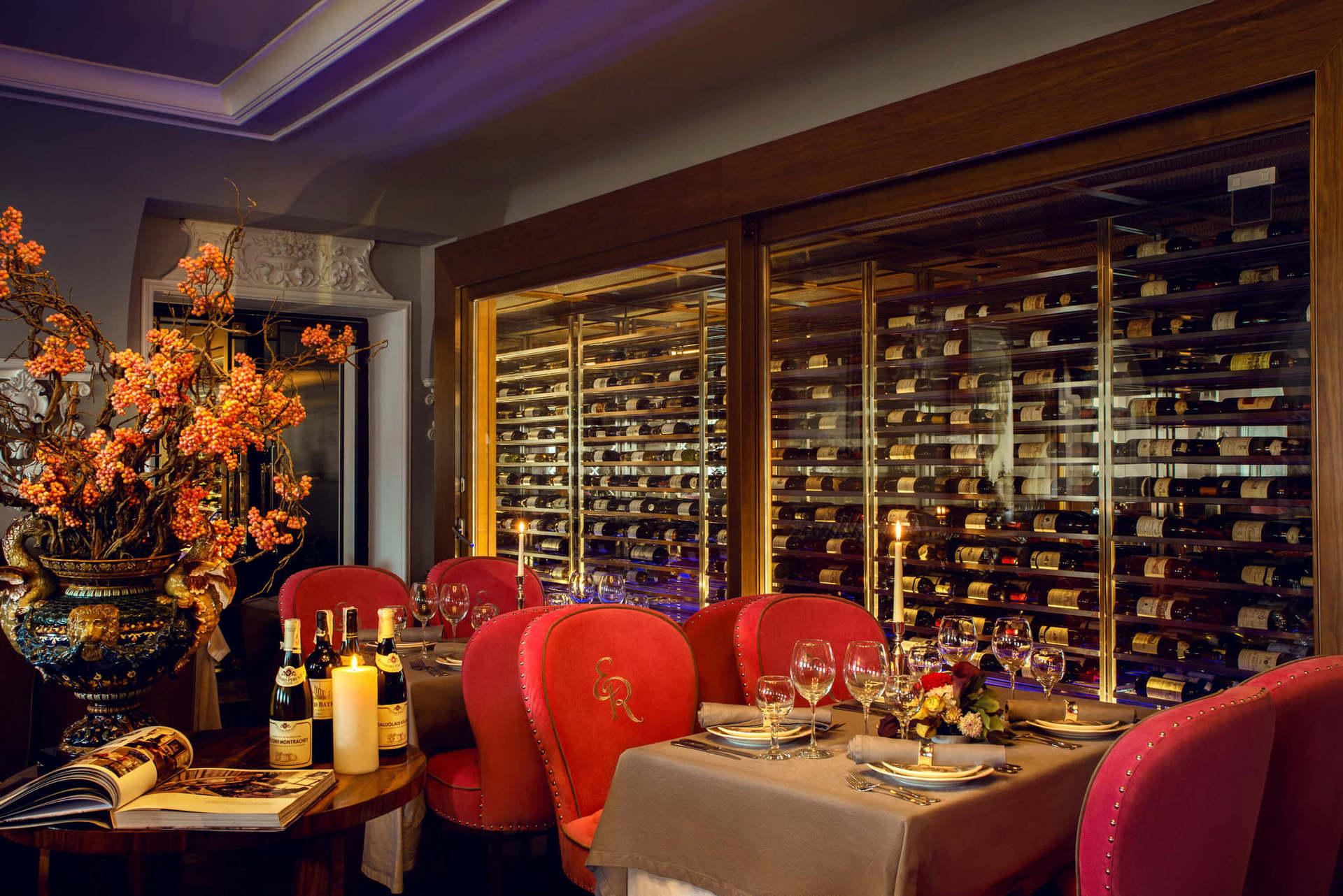 """У 2018 році ресторан DeVine отримав міжнародну нагороду """"2 келихи"""" від американського спеціалізованого видання Wine Spectator. А перші вина з місцевих виноградників отримали чимало престижних нагород."""