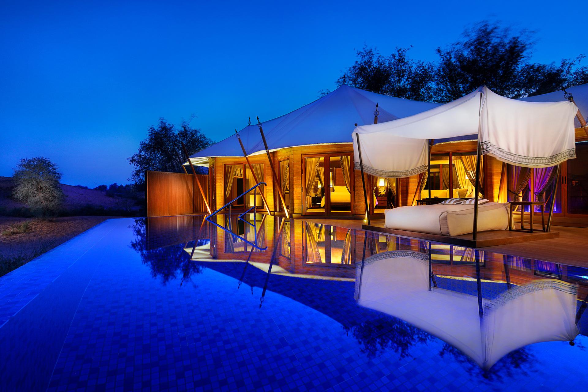 Незвичайним дизайном відрізняються номери категорії Tented pool villa: вони створені у вигляді наметів бедуїнів, а внутрішнє оздоблення своєю розкішшю не поступається відомим східним палацам.