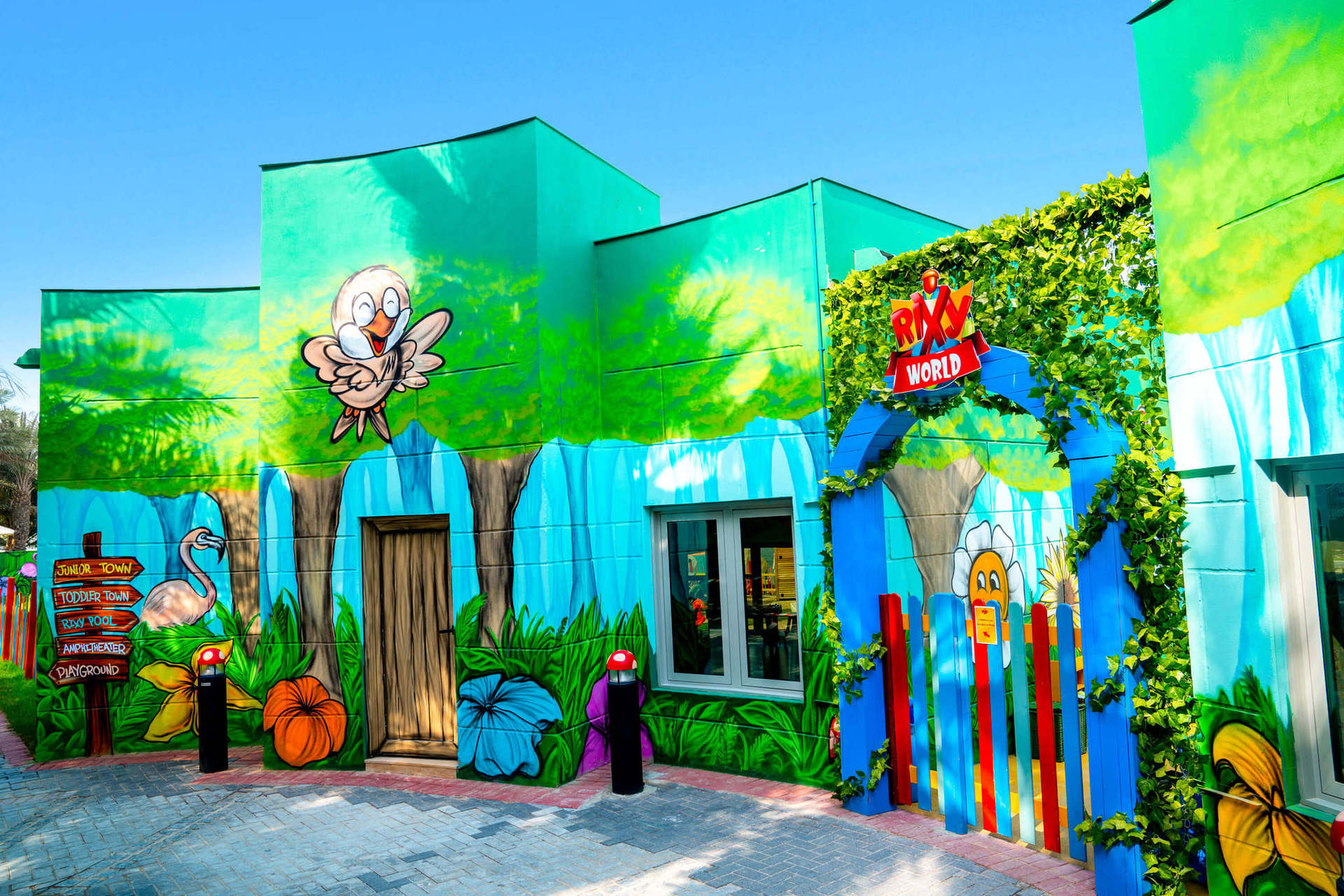 На курорті протягом усього року  щоденно проводяться різноманітні денні та нічні розваги, а спеціальні вечори, такі як  Латинська ніч в ресторані Toro Loco Steakhouse або Новоорлеанський джаз в лаунжі Chill, нададуть нових відтінків вашому відпочинку.