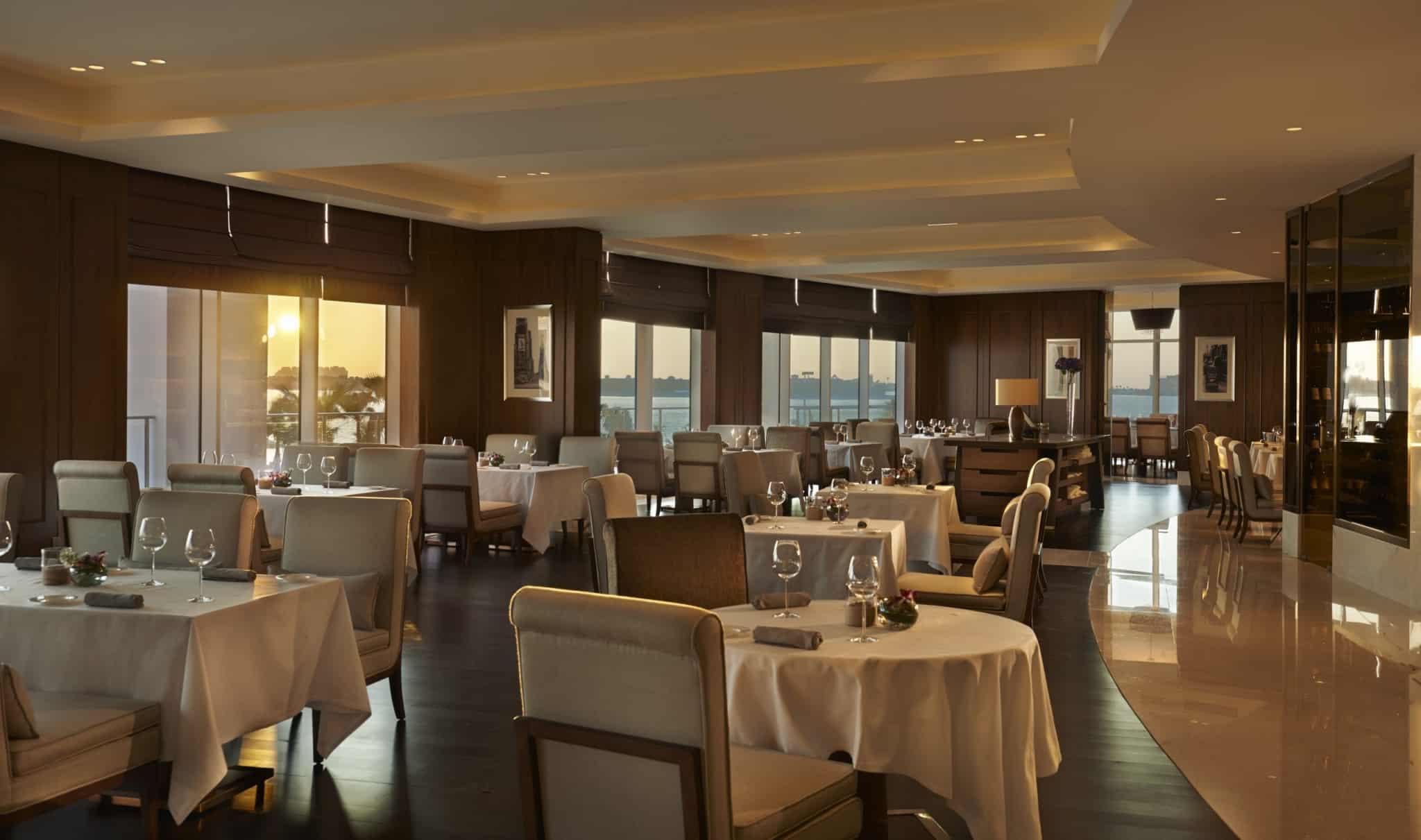 В одному з ресторанів курорту свою кухню вам пропонує Хайнц Бек, шеф кухар світового рівня визнаний зіркою Мішлена.
