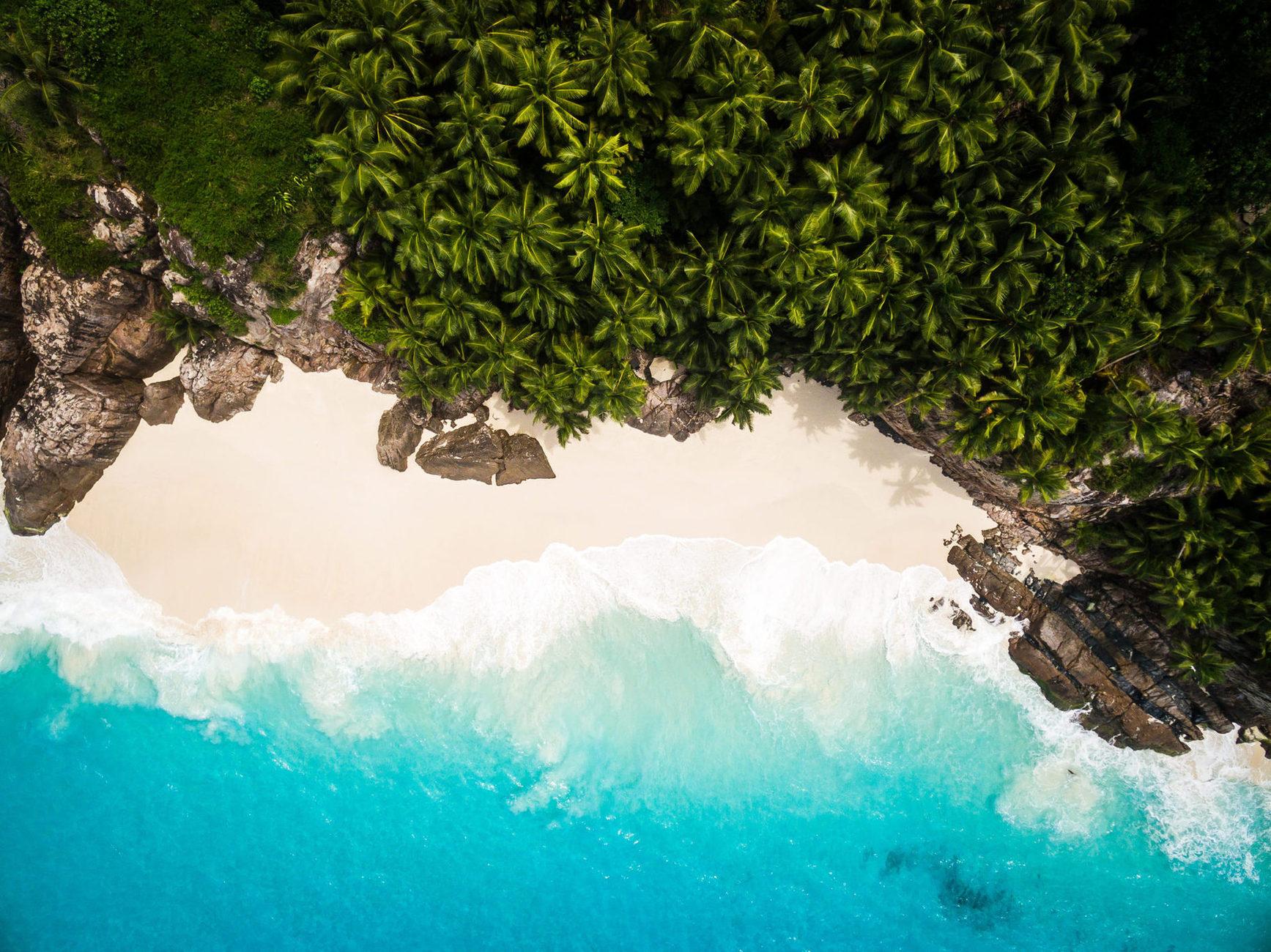 Для вашого різноманітного відпочинку на острові є 7 піщаних пляжів, один з яких - Anse Victorin, визнаний одним з найкрасивіших пляжів світу