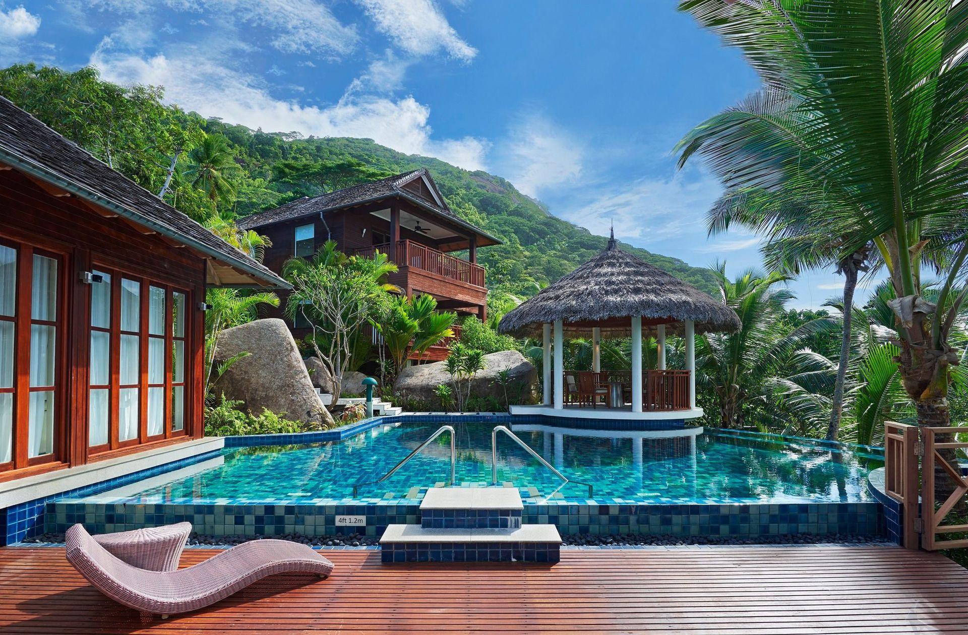 На вас чекає відпочинок у готелі із високим рівнем сервісу. Підтвердженням цього є численні нагороди, серед яких  World Travel.