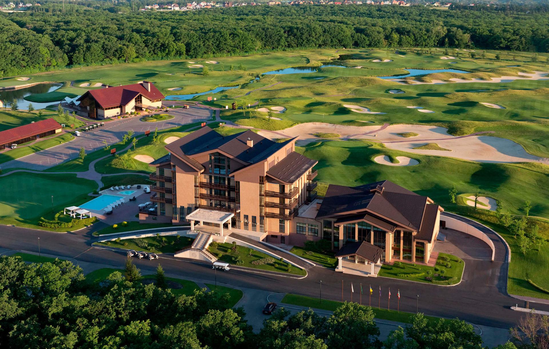 Единственный в Украине гольф-курорт, включающий пятизвездочный бутик-отель, гольф-клуб Superior и ресторан изысканной европейской кухни Albatross.