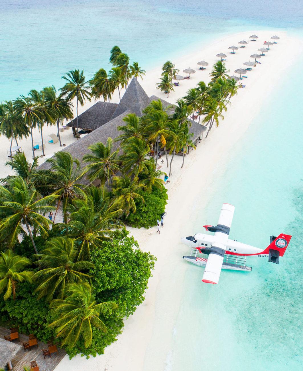 Під час подорожі ви матимете змогу відпочити у окремій залі очікування в аеропорті на Мальдівах