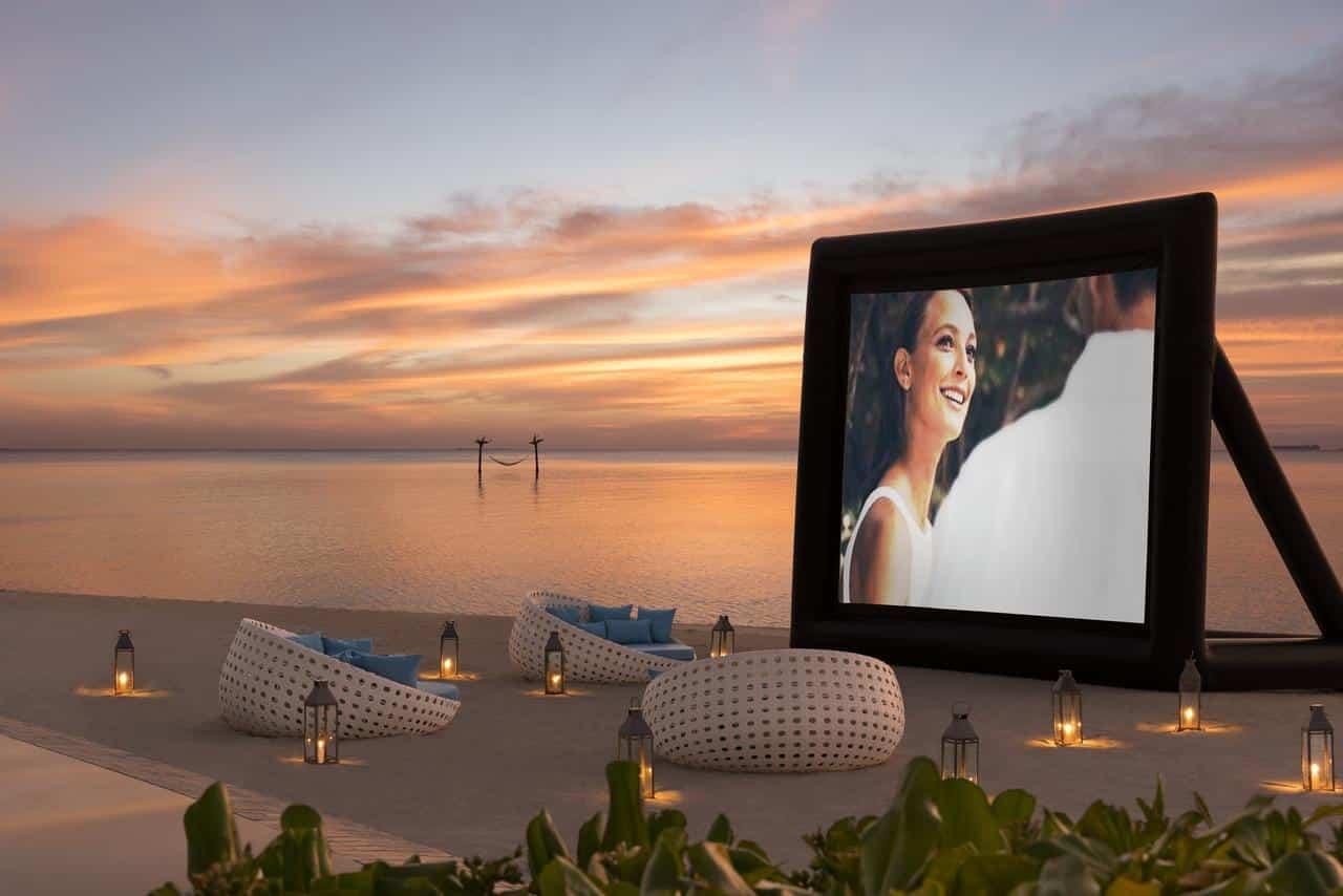 Для вашого дозвілля -  SPA-процедури для пар, кінотеатр під відкритим небом і приватні вечері.