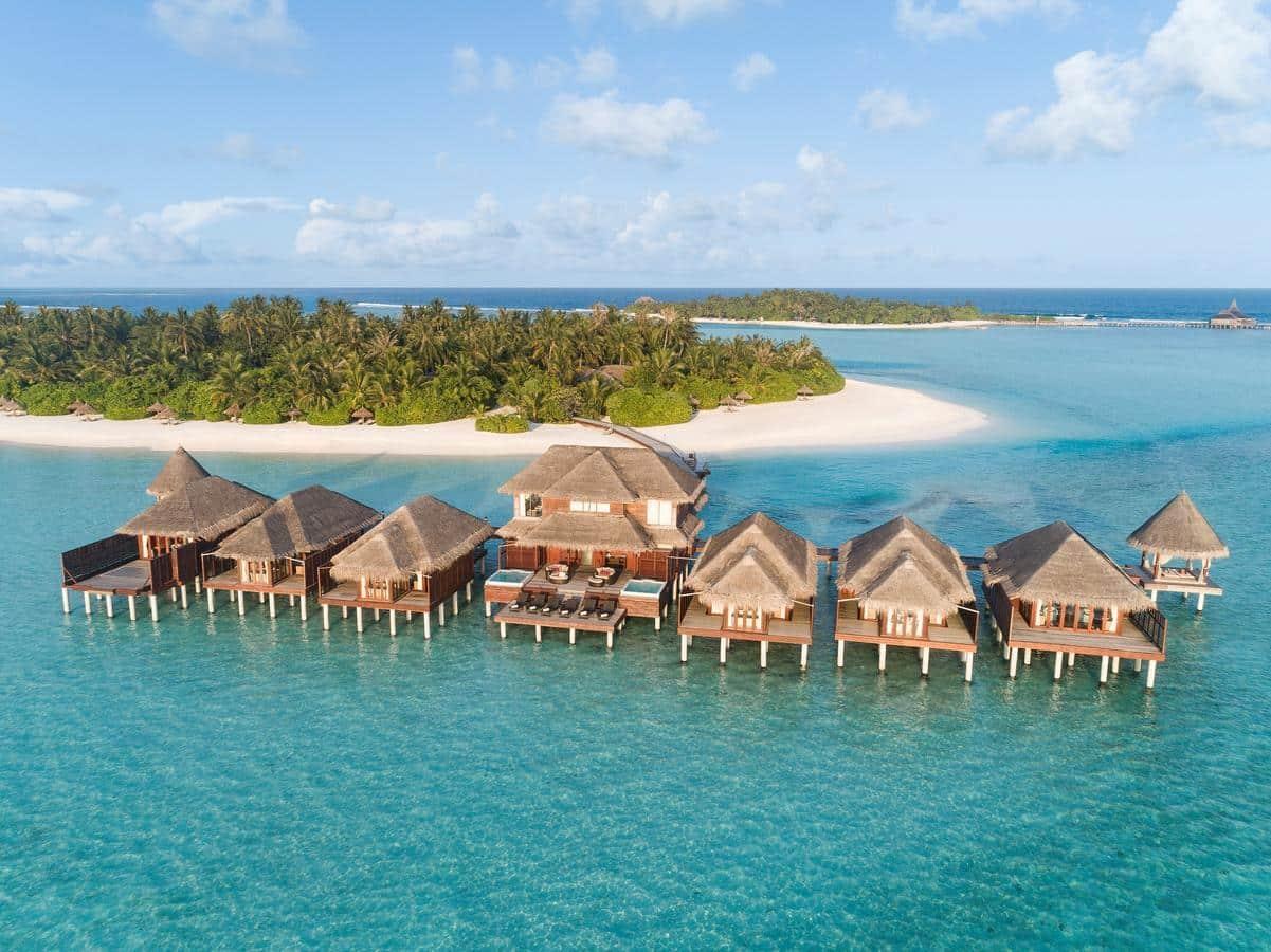 Острів Галіфуші є частиною курорту і ви можете користуватись інфраструктурою сусіднього острова Anantara Veli Maldives.