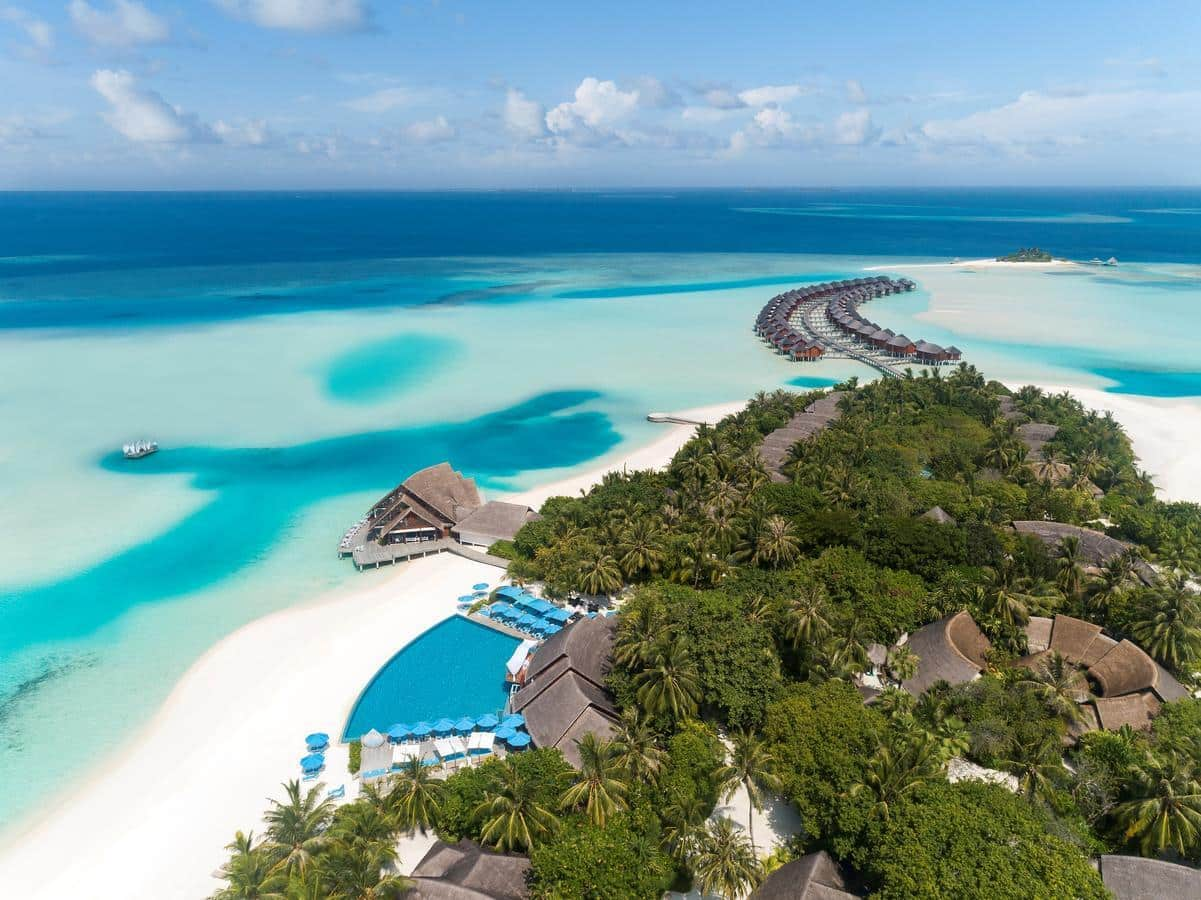 Ви матимете доступ до ресторанів, пляжів та розваг сусіднього курортного комплексу Anantara Dhigu.
