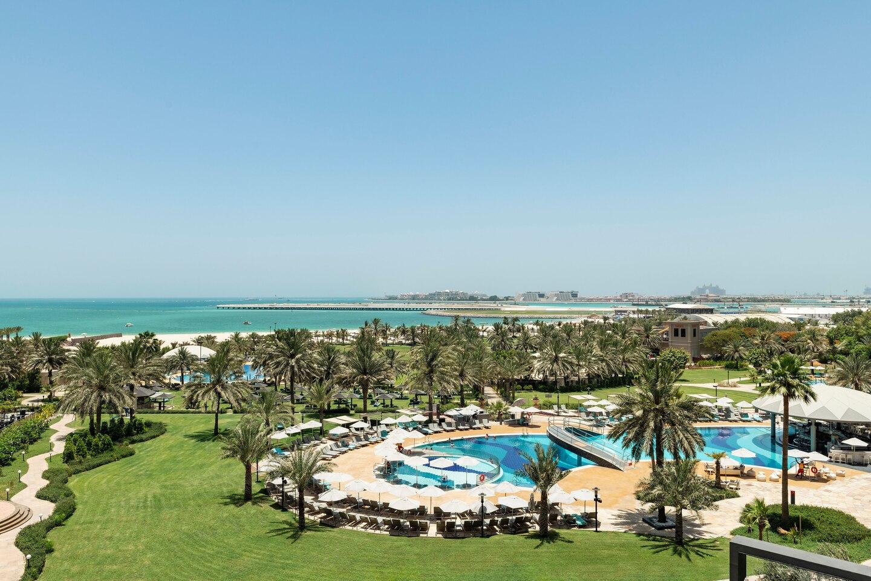 Гості готелю користуються власним пляжем готелю Le Royal Meridien Beach Resort & Spa Dubai.