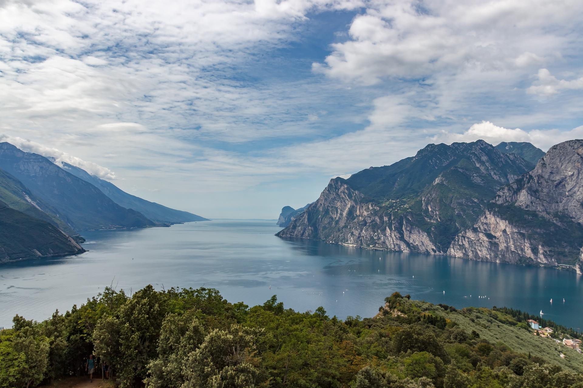 Хорошее место для того, чтобы посетить Венецию, Милан, озеро Гарда и Эуганские холмы.