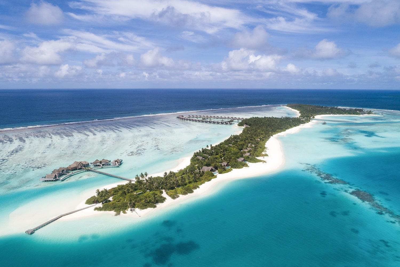Отель расположен на двух островах - Play и Chill. Тем, кто предпочитает активный отдых, больше подойдет остров Play. А тем кто ищет тишины и покоя, придется по душе остров Chill.