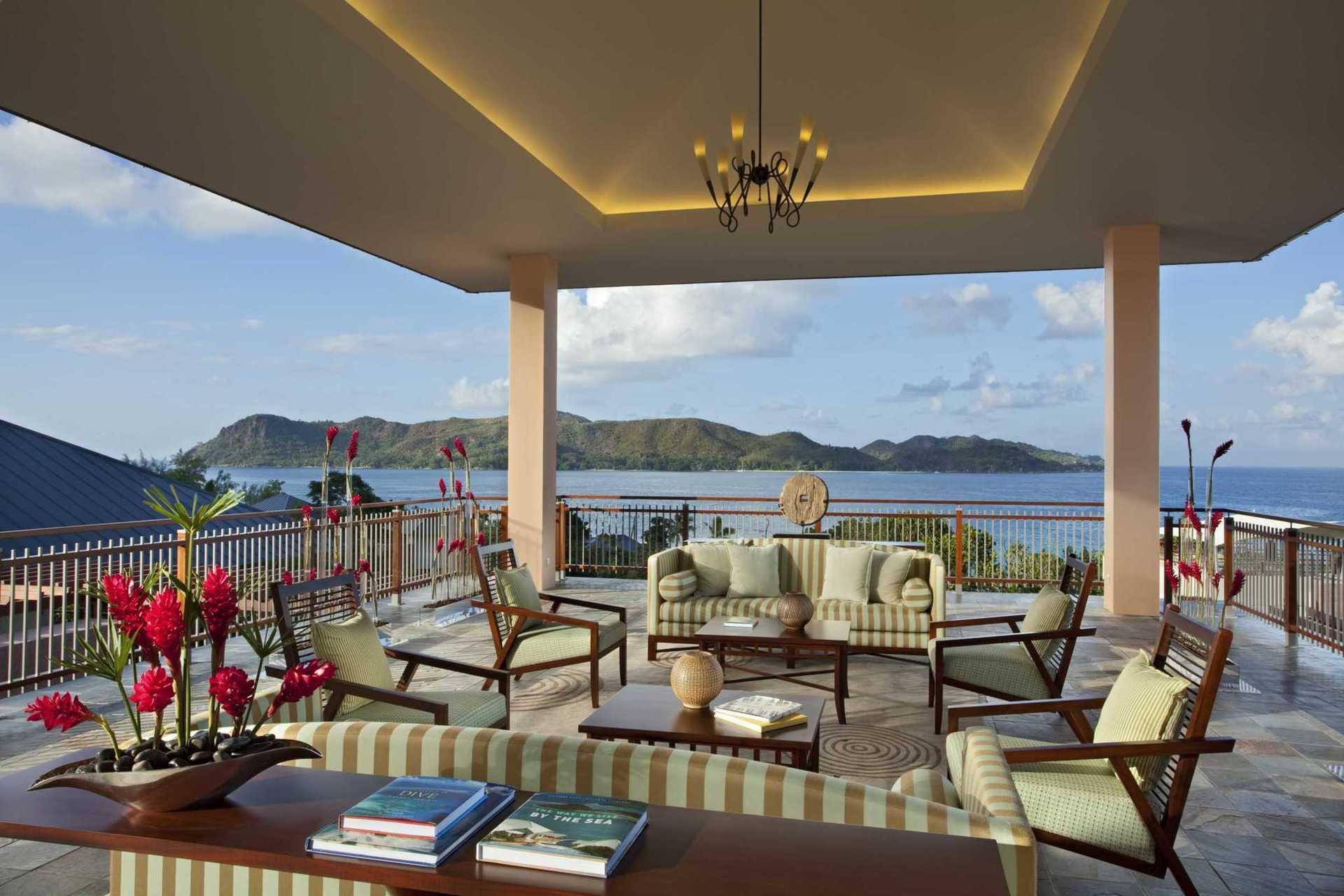 Стильний інтер'єр, приватний басейн, послуги дворецького, незрівнянний пляж – перебуванням у Raffles Seychelles залишать задоволеними навіть примхливіших мандрівників.