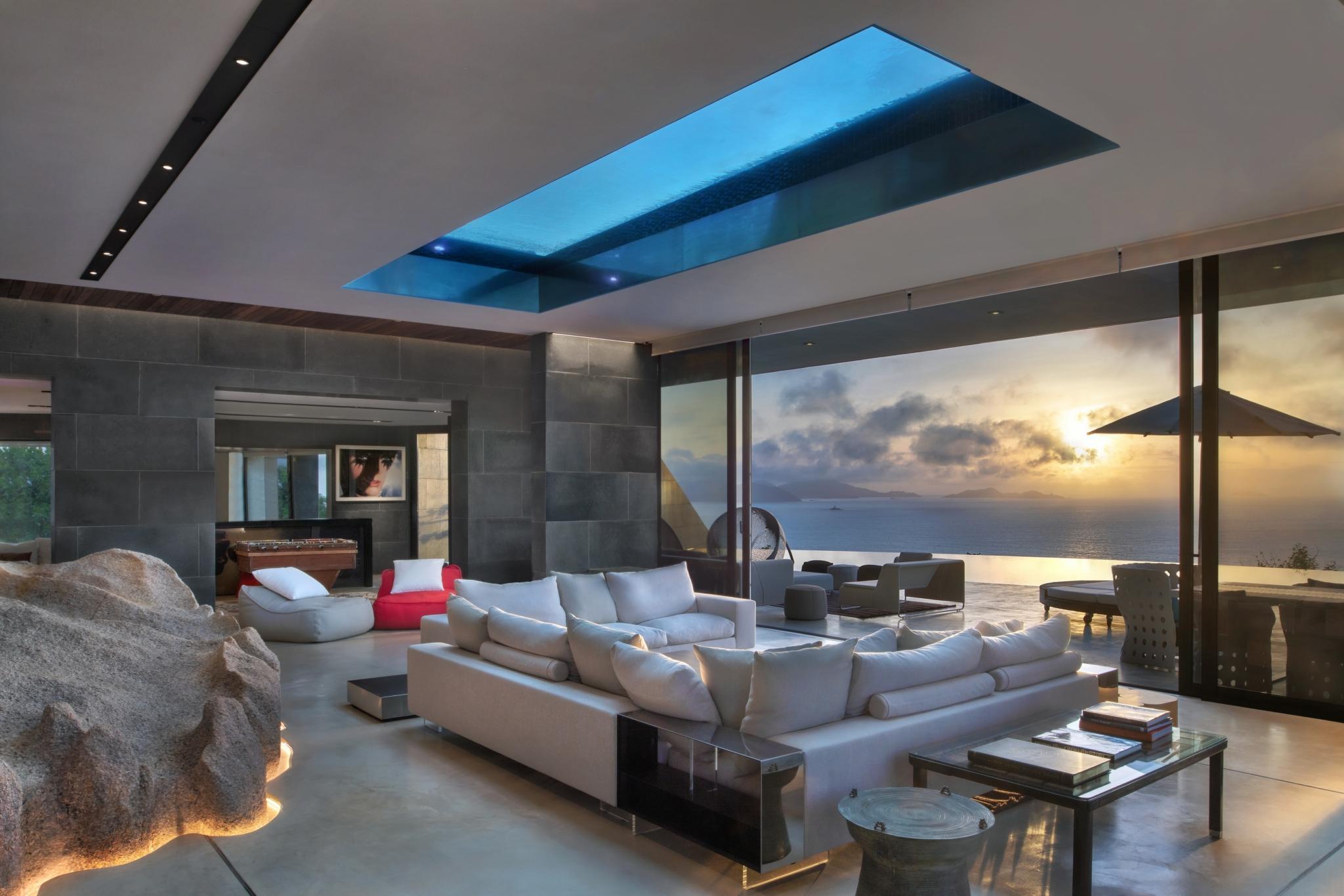 Готель ідеально підходить для відокремленого, романтичного відпочинку або незабутньої весільної подорожі, недарма назва курорту перекладається як -