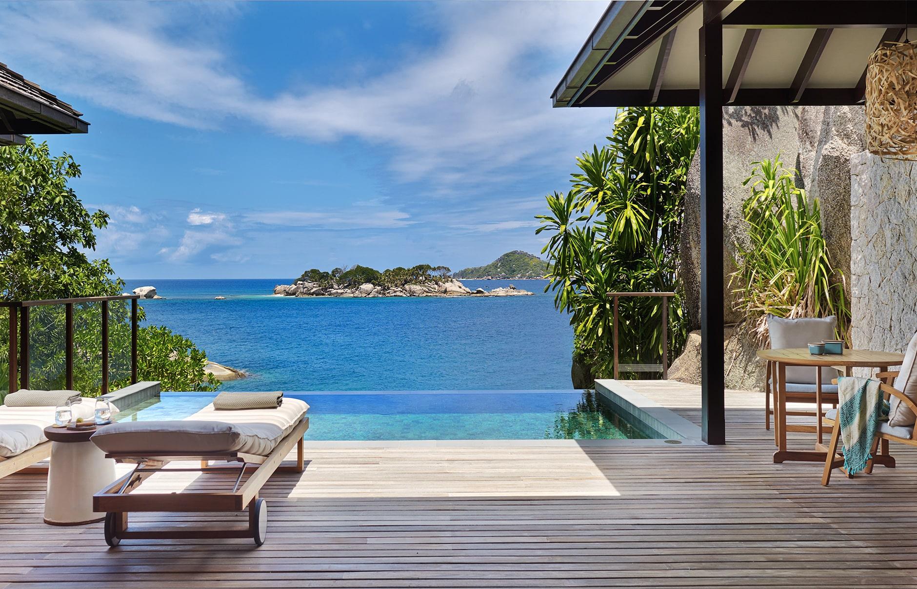 Six Senses Zil Pasyon розташований на казковому приватному острові Феліче, серед бірюзової гладі океану, в стороні від зони циклонів.