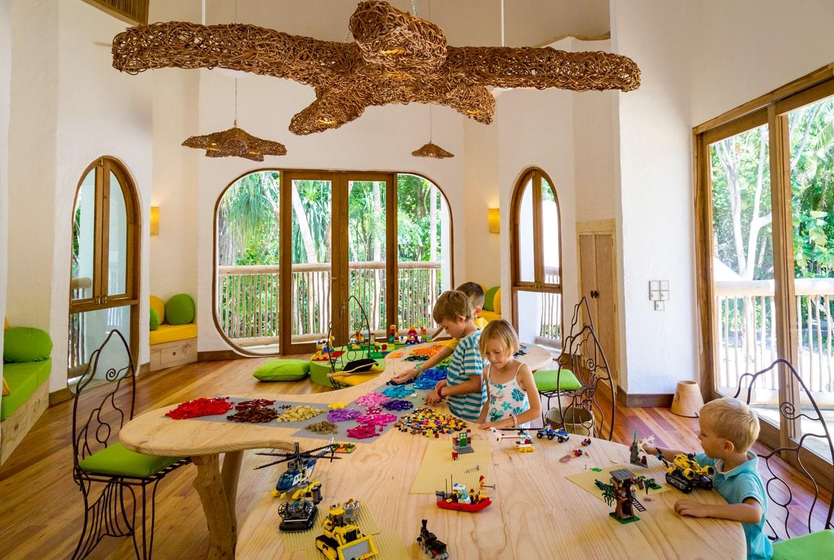 Отель располагает самым большим детским клубом на Мальдивах.