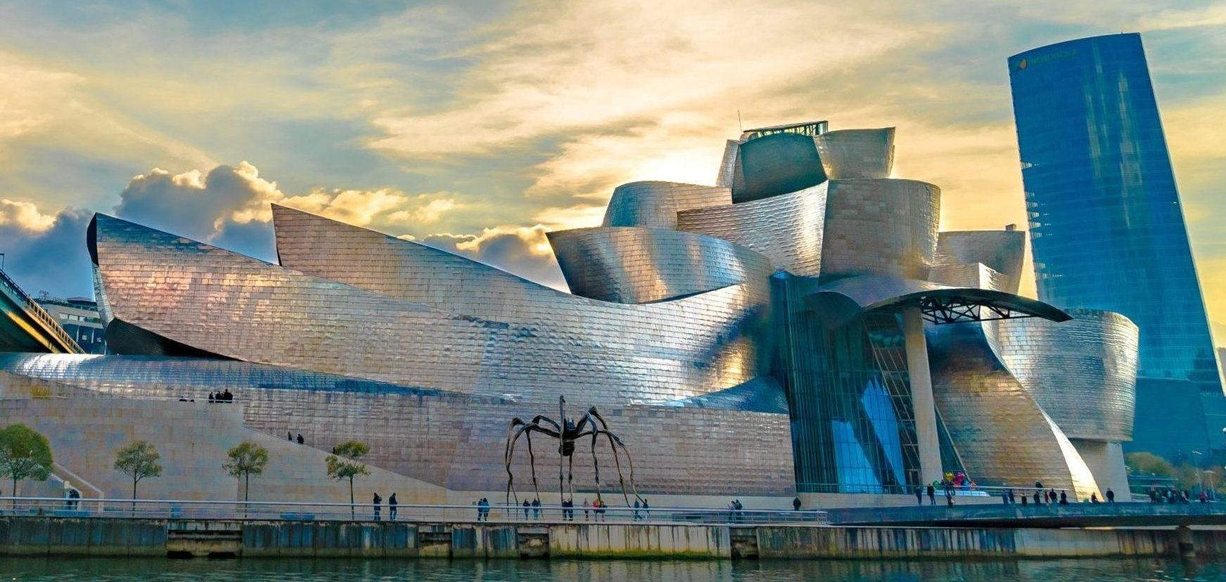 """Ви побачите унікальний архітектурний пам'ятник - музей сучасного мистецтва Гугенхайма, який до цієї подорожі ви могли бачити тільки у фільмі про Джеймса Бонда """"І цілого світу мало"""""""
