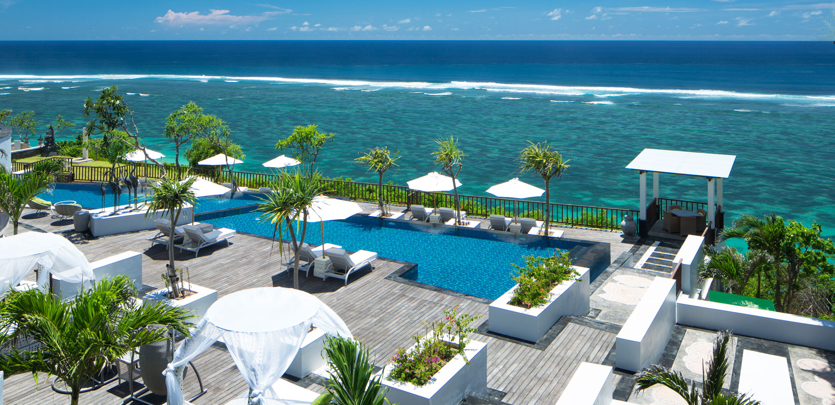 Из отеля открывается невероятный панорамный вид на Индийский океан