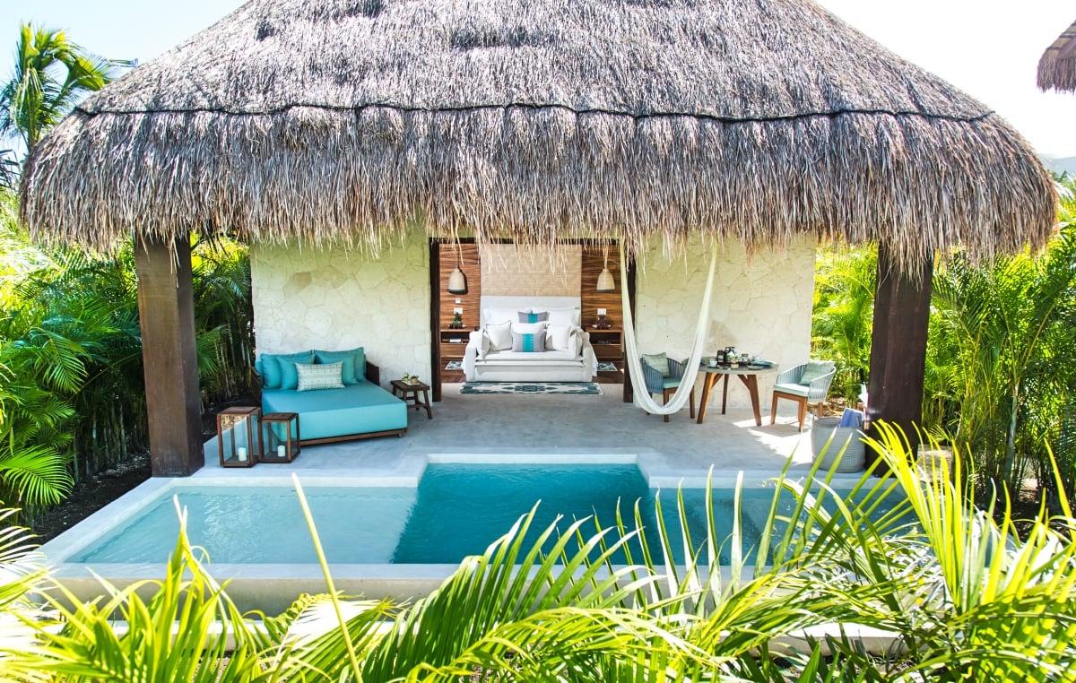 Отель входит во всемирно известную сеть The Leading Hotels of the World. Все номера относятся к категории suite, каждый расположен в уединенном бунгало (casita). Каждый номер оснащен энергосберегающими технологиями и окружен естественными джунглями.