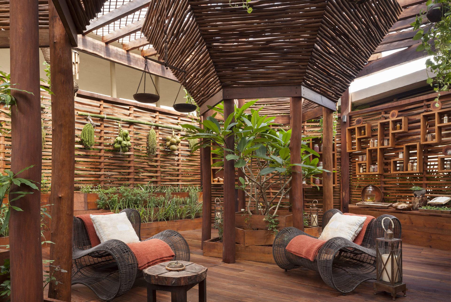Один з кращих у Карибському регіоні СПА-центр Sense, A Rosewood Spa®, сам готель відзначений нагородою TripAdvisor Reader's Choice Awards - #1 у Мексиці.