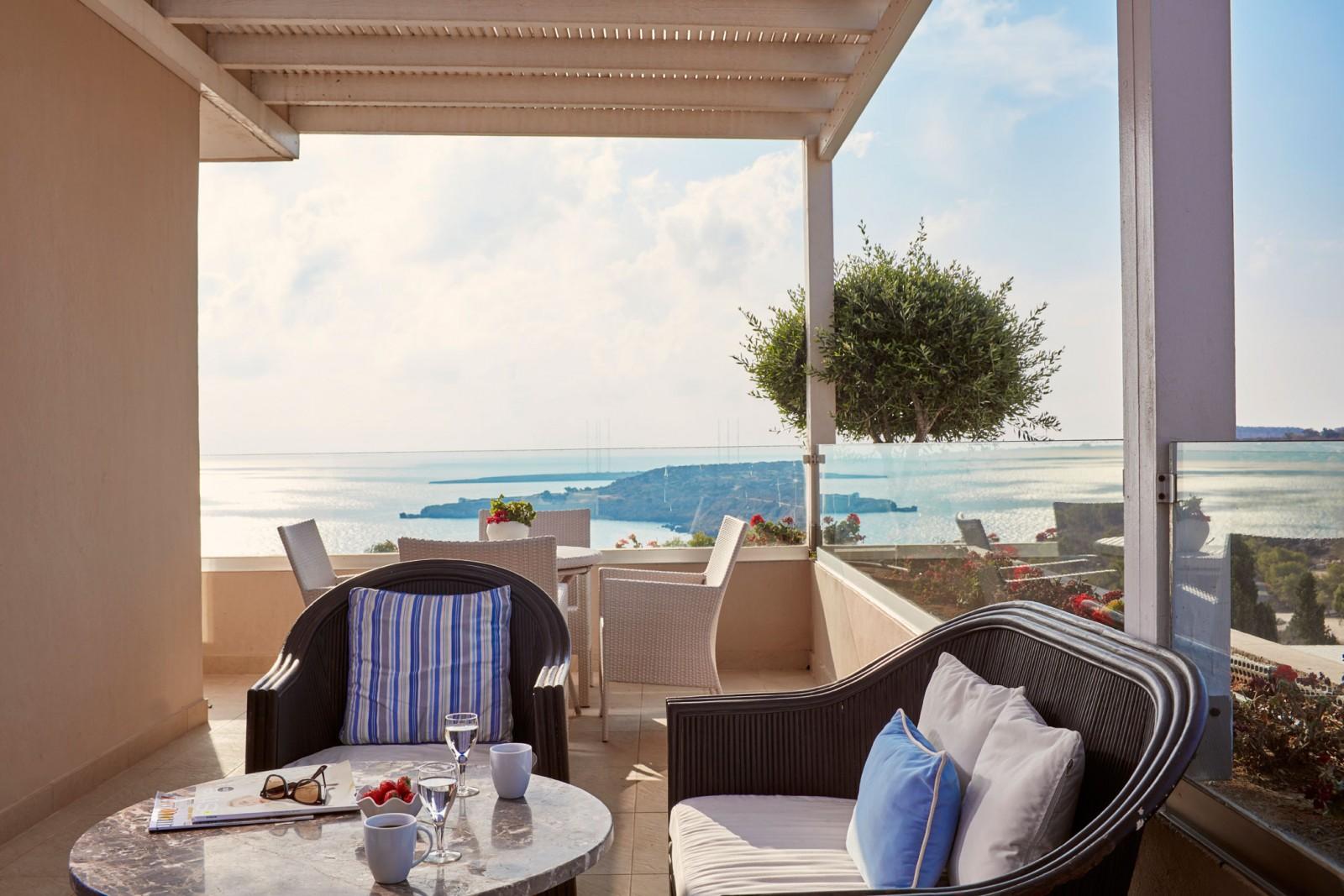 З вікон ваших номерів відкривається приголомшливий вид на Середземне море
