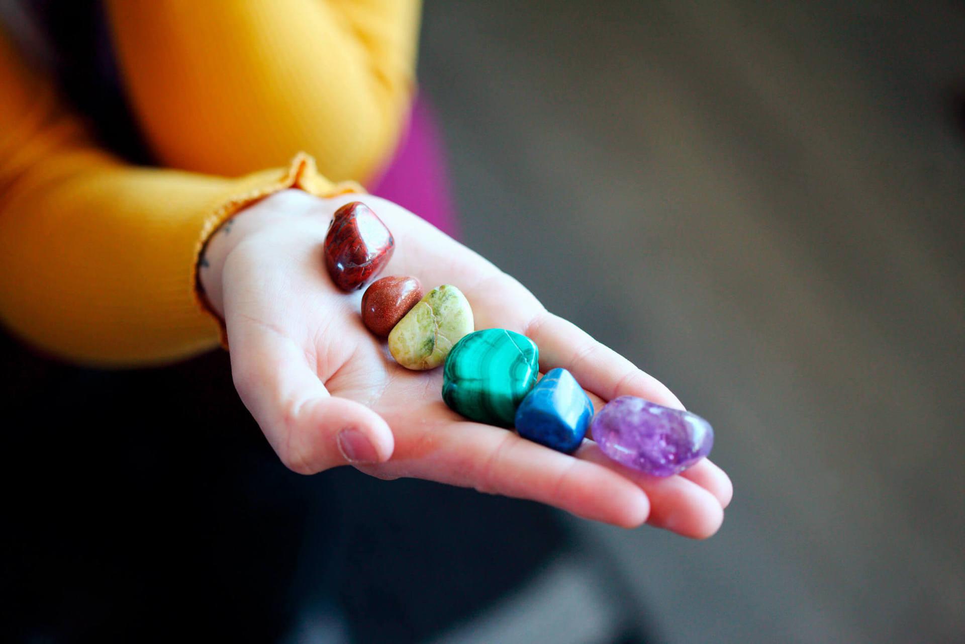 Попробуйте уникальный массаж драгоценными камнями: они связаны с магнитным полем Земли и могут усиливать, притягивать или отталкивать различные виды энергии. А 12-точечный марма-массаж с хрустальной палочкой снимает напряжение всего тела!
