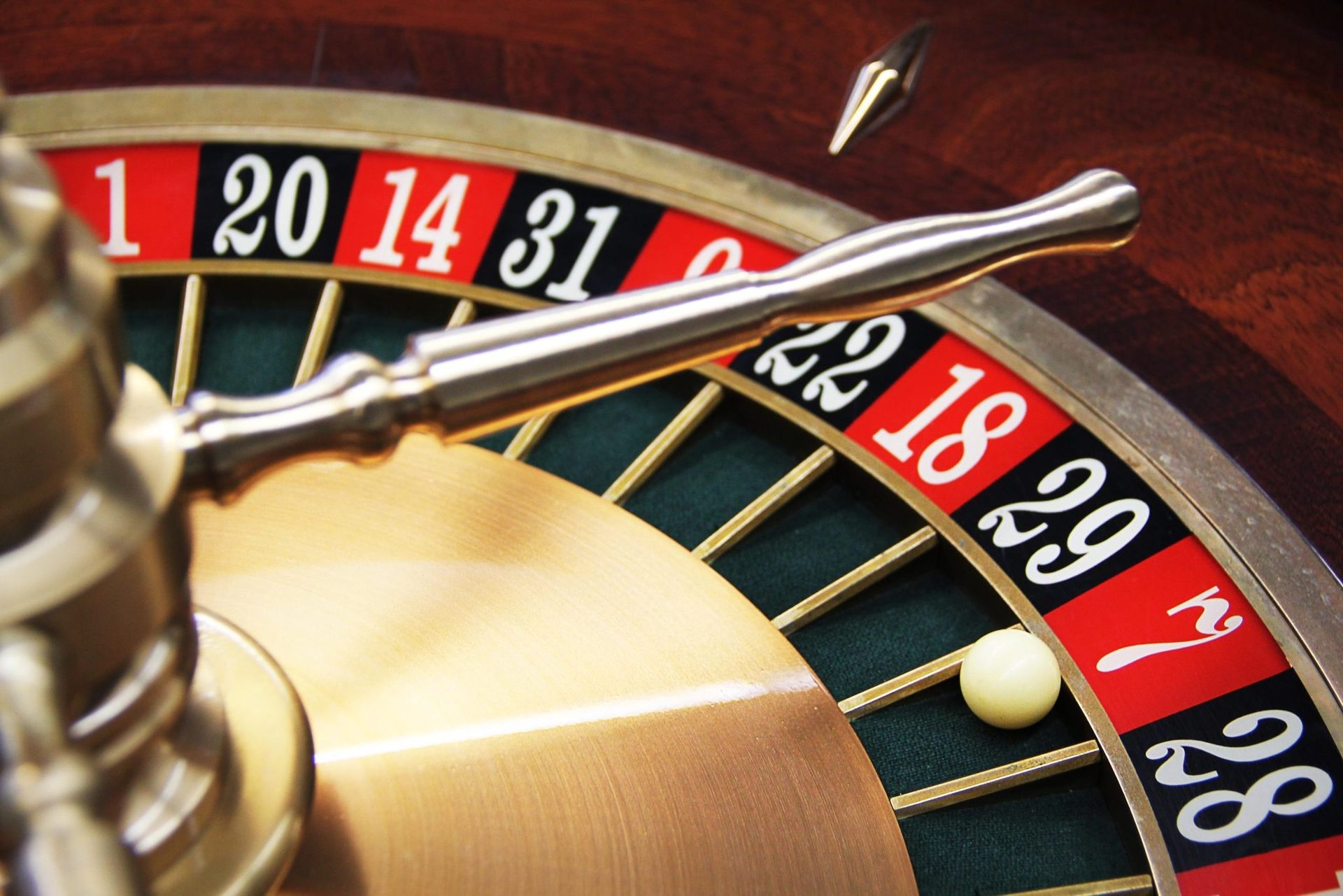 Для азартных гостей на территории отеля есть казино, поэтому можете попробовать свою удачу и сыграть в покер!