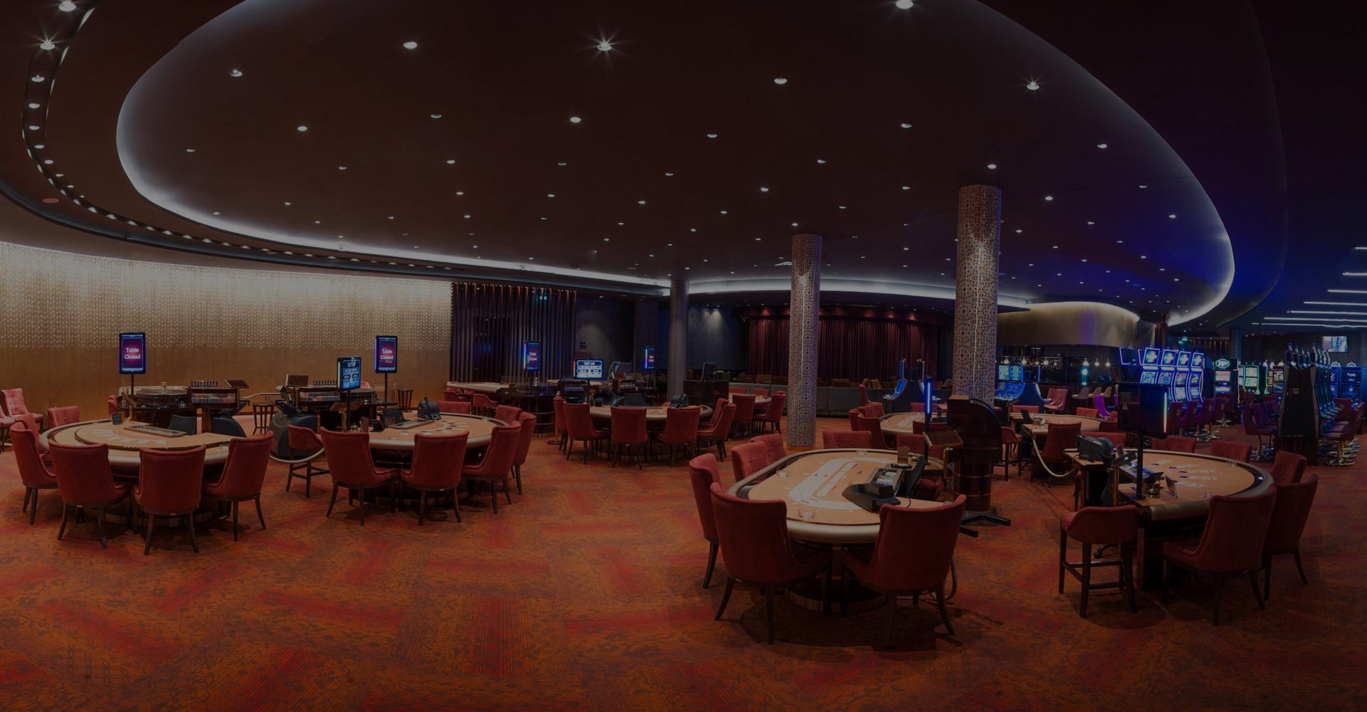 Нове казино з сучасними ігровими автоматами і різноманітними ігровими столами, такими як Баккара, Блек Джек, Пунто Банко, рулетка, відкрите протягом всього року. Разом з розкішним рестораном Baccarat саме це позиціонує Maestral як головний центр ігор і розваг в регіоні.