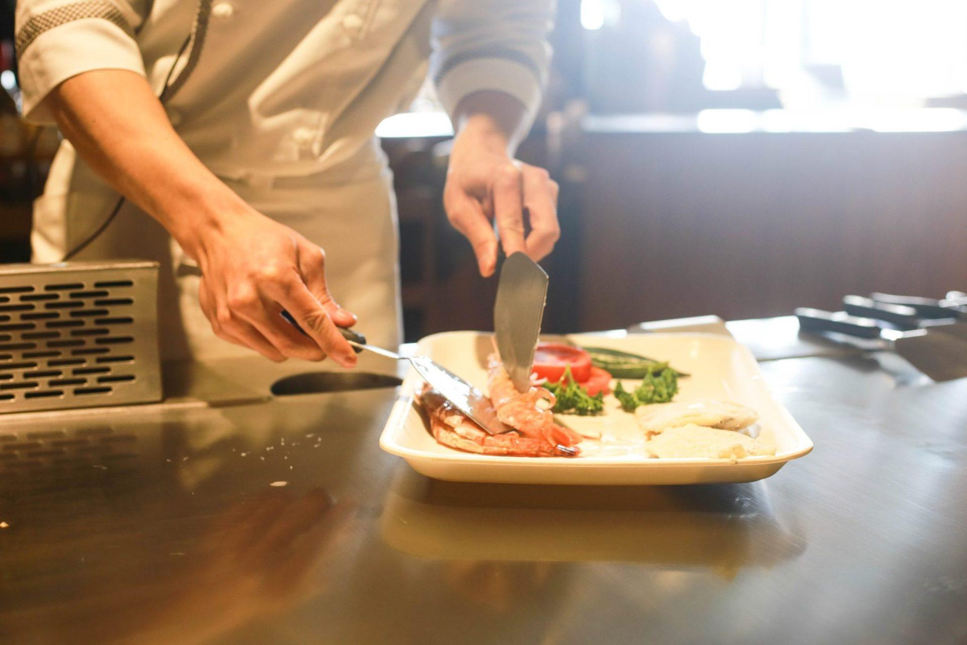 Завтрак, обед и ужин в ресторанах со шведским столом и кулинарным шоу