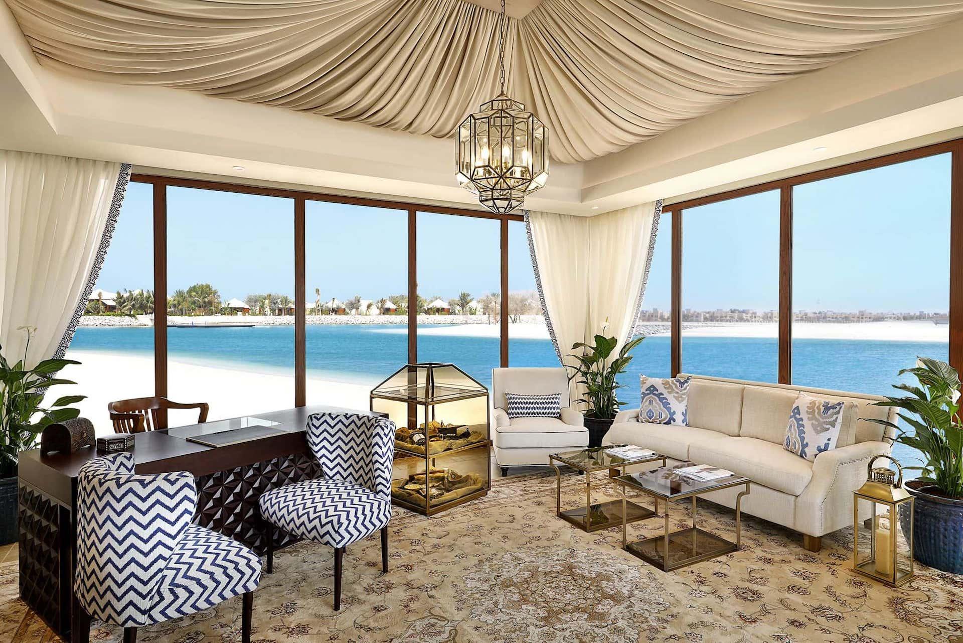 С момента открытия в 2013 году Waldorf Astoria Ras Al Khaimah был удостоен более 100 наградами. И одна из недавних наград - Safeguard от Bureau Veritas за соблюдении самых высоких стандартов здоровья и гигиены.