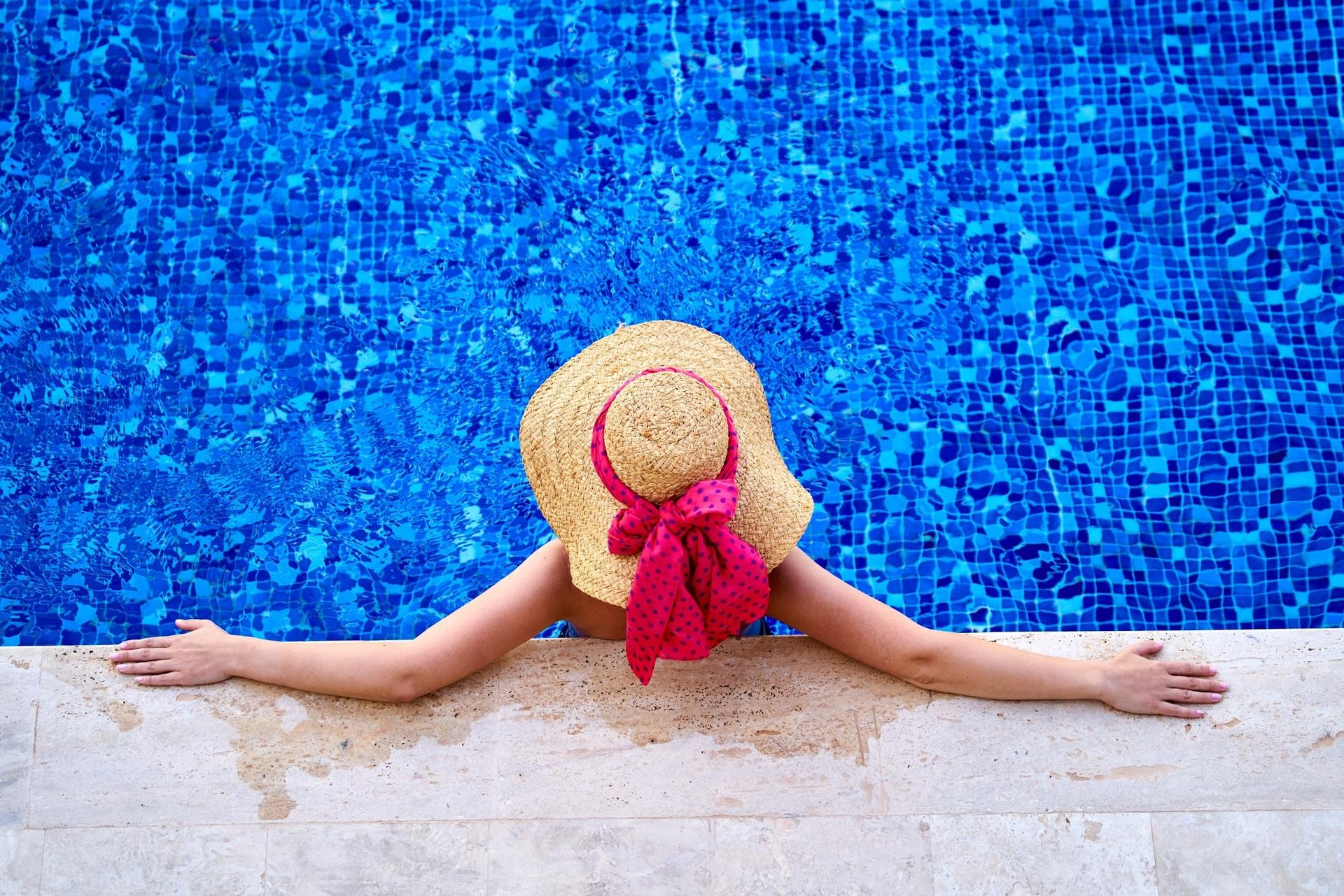 Попробуйте подводный массаж в бассейне с морской водой! Это полезный и приятный опыт!