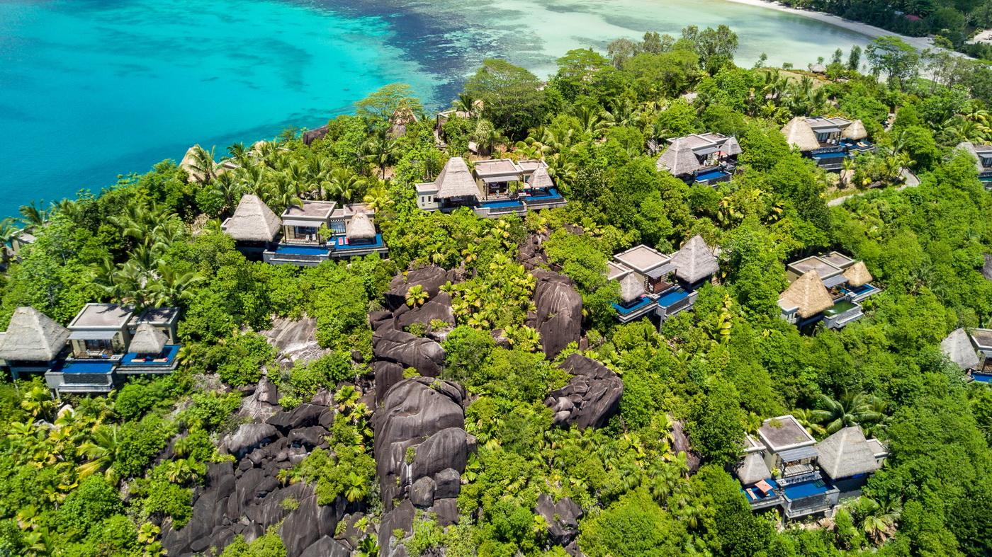 Кожна вілла відокремлена від інших, тому ви відчуєте себе єдиними гостями на острові.