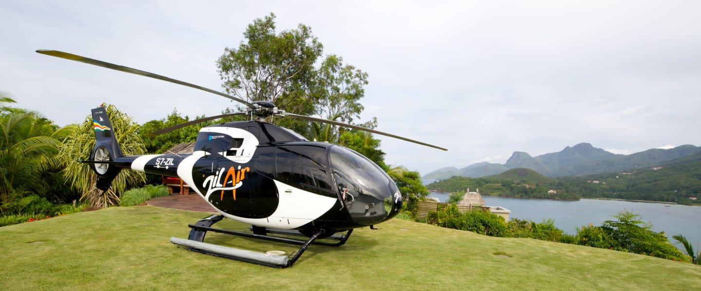 У вас буде можливість вирушити на екскурсію островами на гвинтокрилі! Вид із висоти пташиного польоту на Сейшельські ландшафти просто неймовірний, повірте! А краще переконайтесь самі!