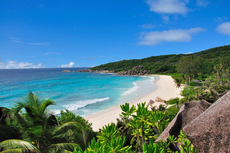 На расстоянии нескольких минут езды находится один из лучших пляжей мира - Anse Lazio