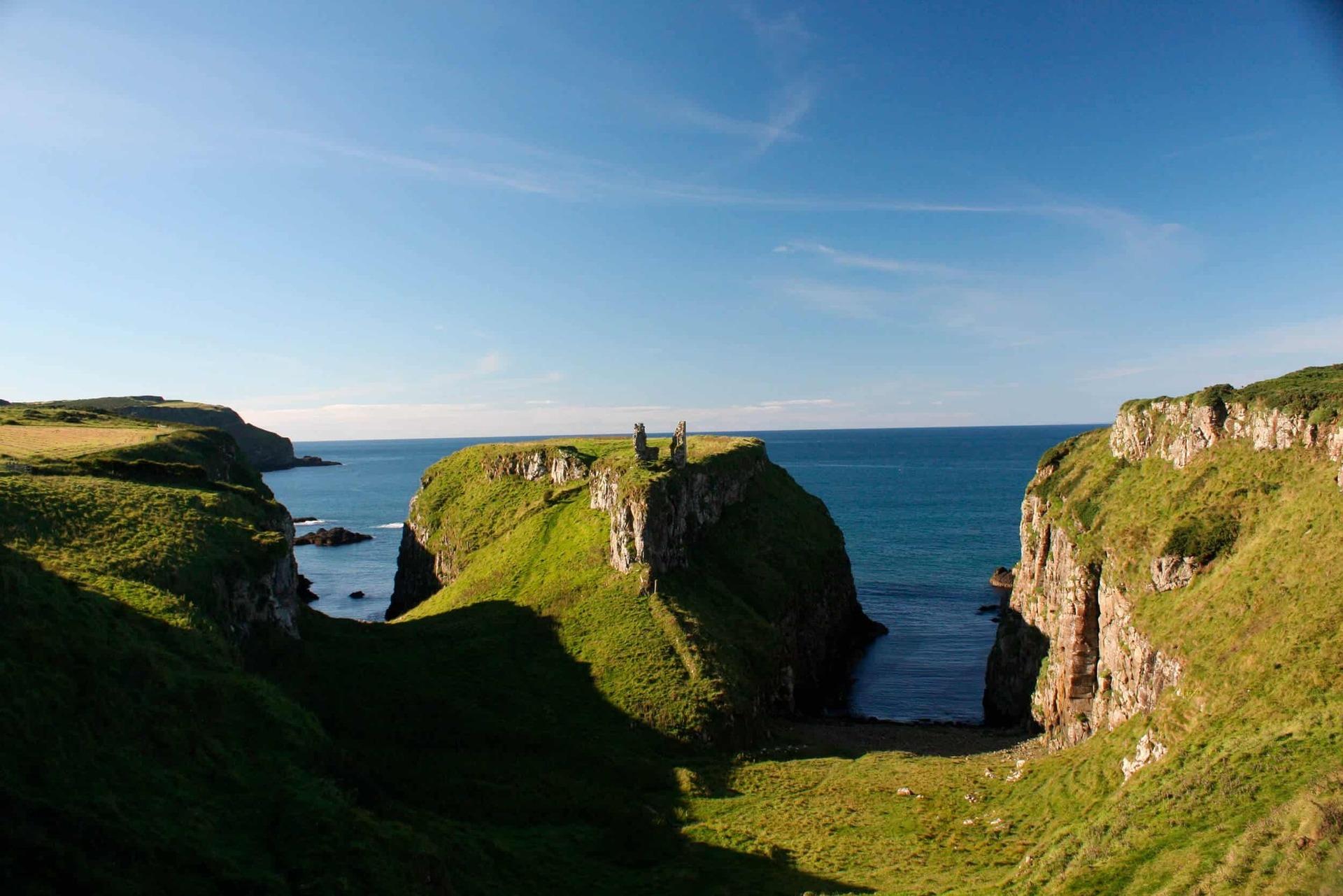 Відвідаєте одну із найчарівніших країн Європи із старовинними замками та фортецями, неймовірною природою.