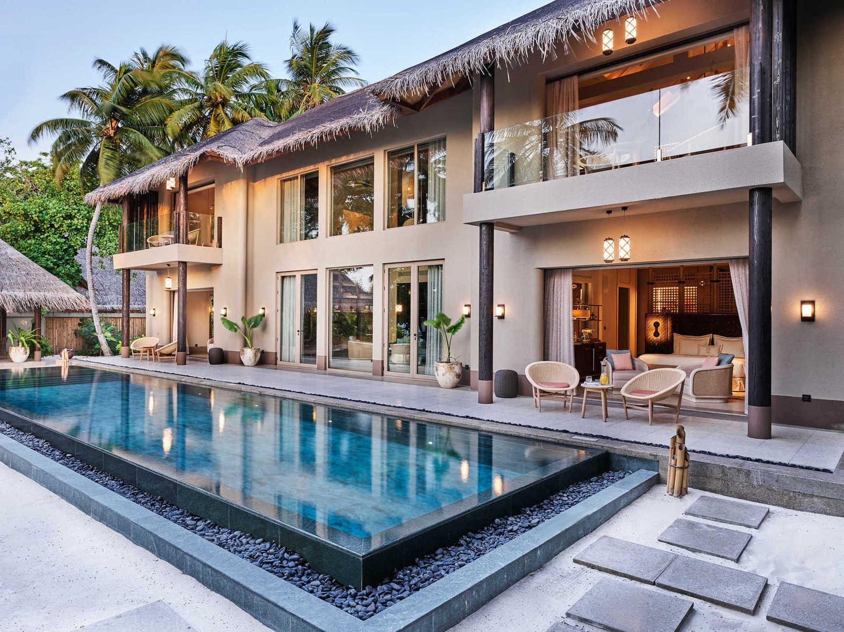 Предметом гордости курорта являются резиденции; каждая имеет просторные спальни с удобными гардеробными, шикарно обставленные гостинные и великолепные панорамные бассейны.