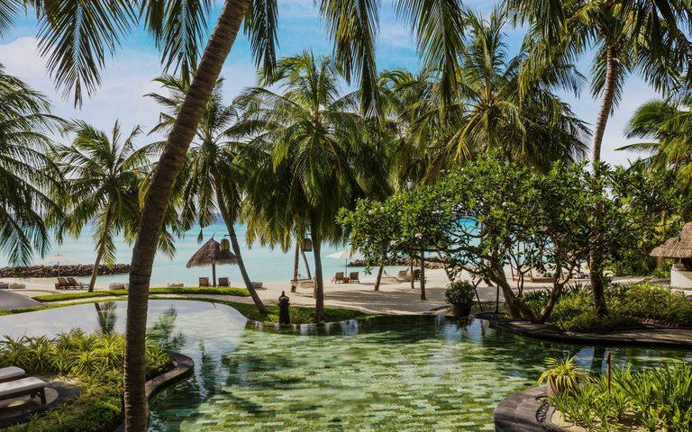 На курорті є басейн для всієї родини в тіні дерев і неглибокий басейн біля дитячого клубу KidsOnly зі спеціальними міні-шезлонгами для юних гостей.