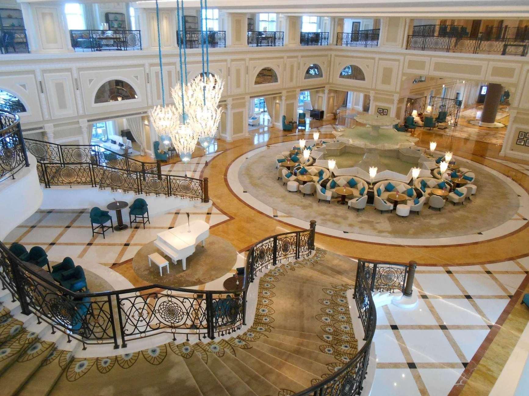 З моменту відкриття в 2013 році Waldorf Astoria Ras Al Khaimah був удостоєний більше ніж 100 нагородами. І одна із нещодавніх відзнак - Safeguard від Bureau Veritas за дотримання найвищих стандартів здоров'я та гігієни.