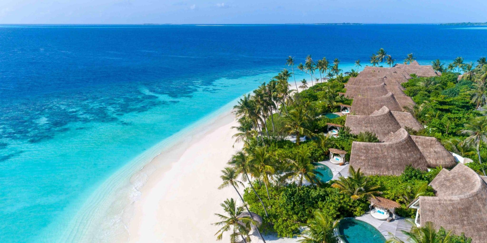 Курорт пишається домашнім рифом, який оточує острів і перебуває під охороною ЮНЕСКО.
