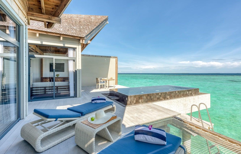 У готелі є великий відкритий басейн з панорамним видом на океан, дитячий басейн, а також власні басейни на всіх віллах.