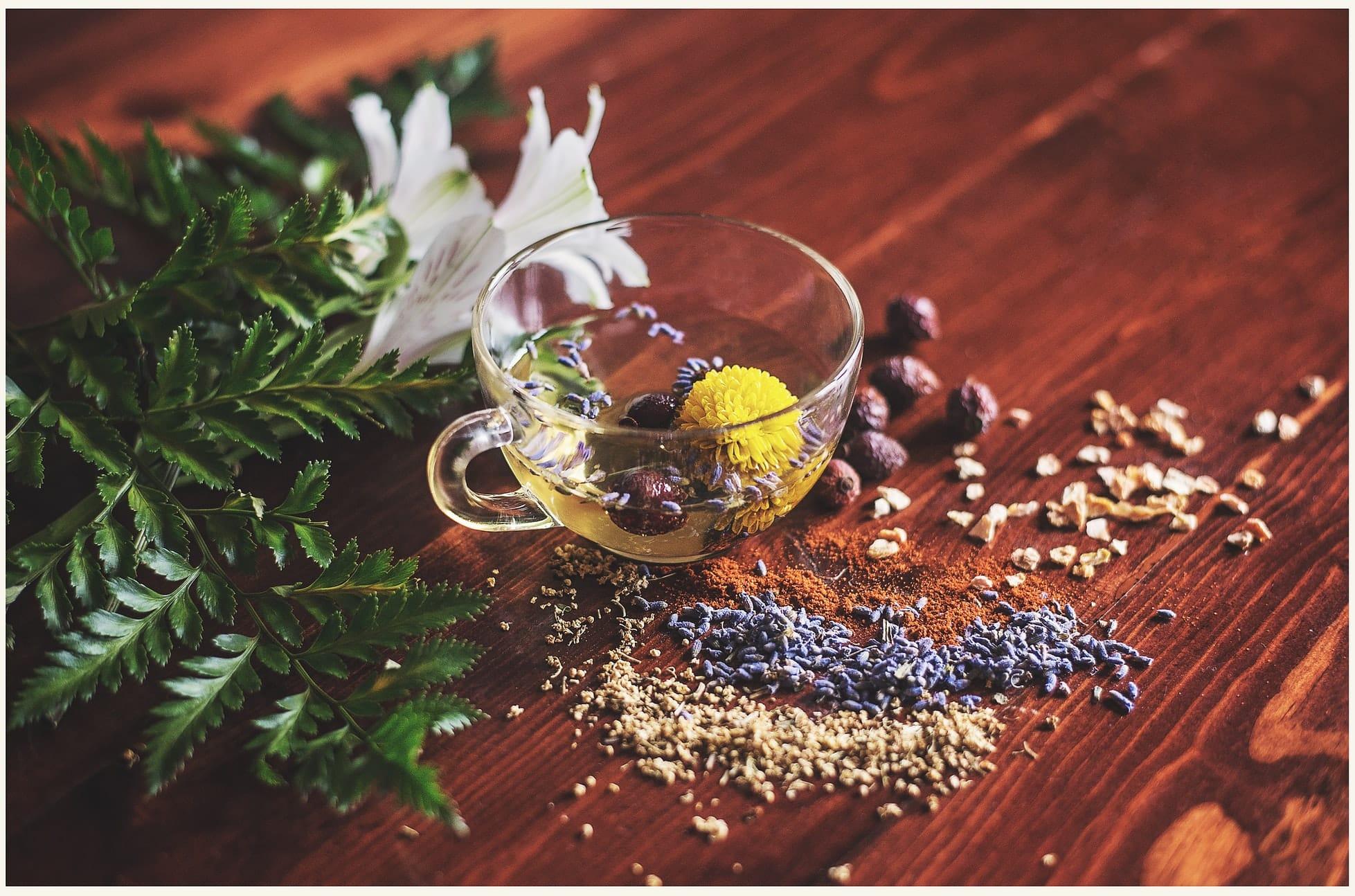 Аюрведа пропонує вам тільки натуральні препарати, а також власні рецептури і ліки, при приготуванні яких використовуються трави, рослини, спеції, тваринні і рослинні масла, злаки і мінерали.