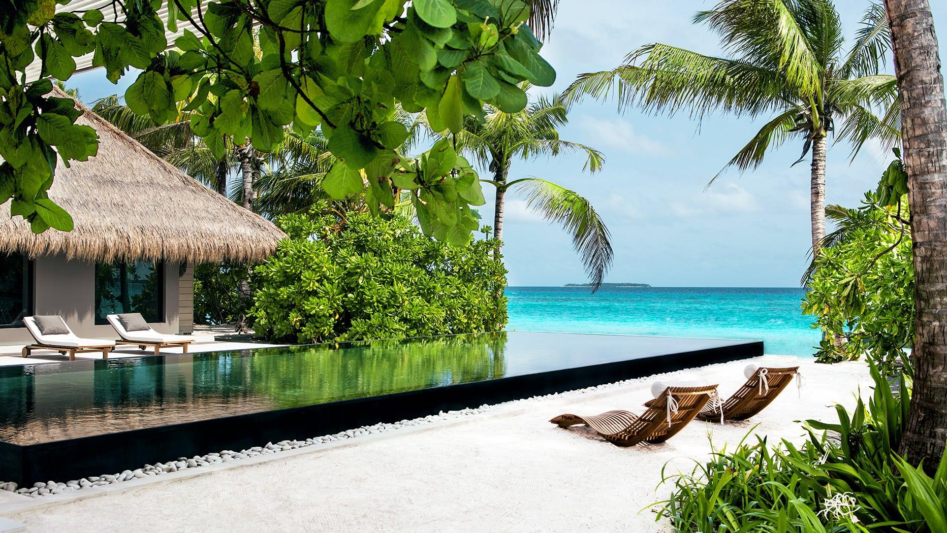Всі вілли готелю мають вид на лагуну або Індійський океан.