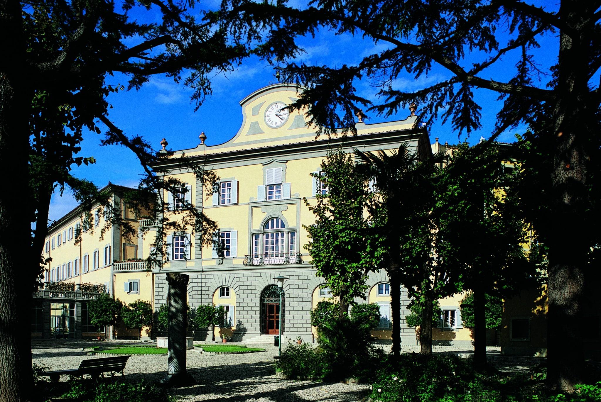 Отель является членом ассоциации The Leading Hotels of the World, Traveller Made и входит в группу отелей Italian Hospitality Collection
