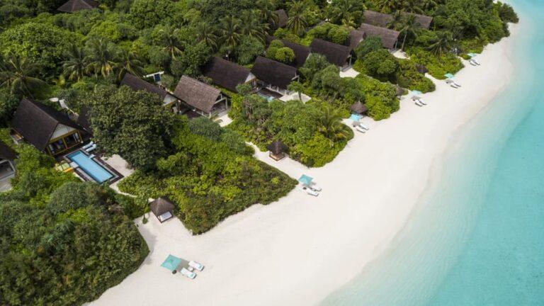 Four Seasons Landaa Giraavaru Maldives 5*
